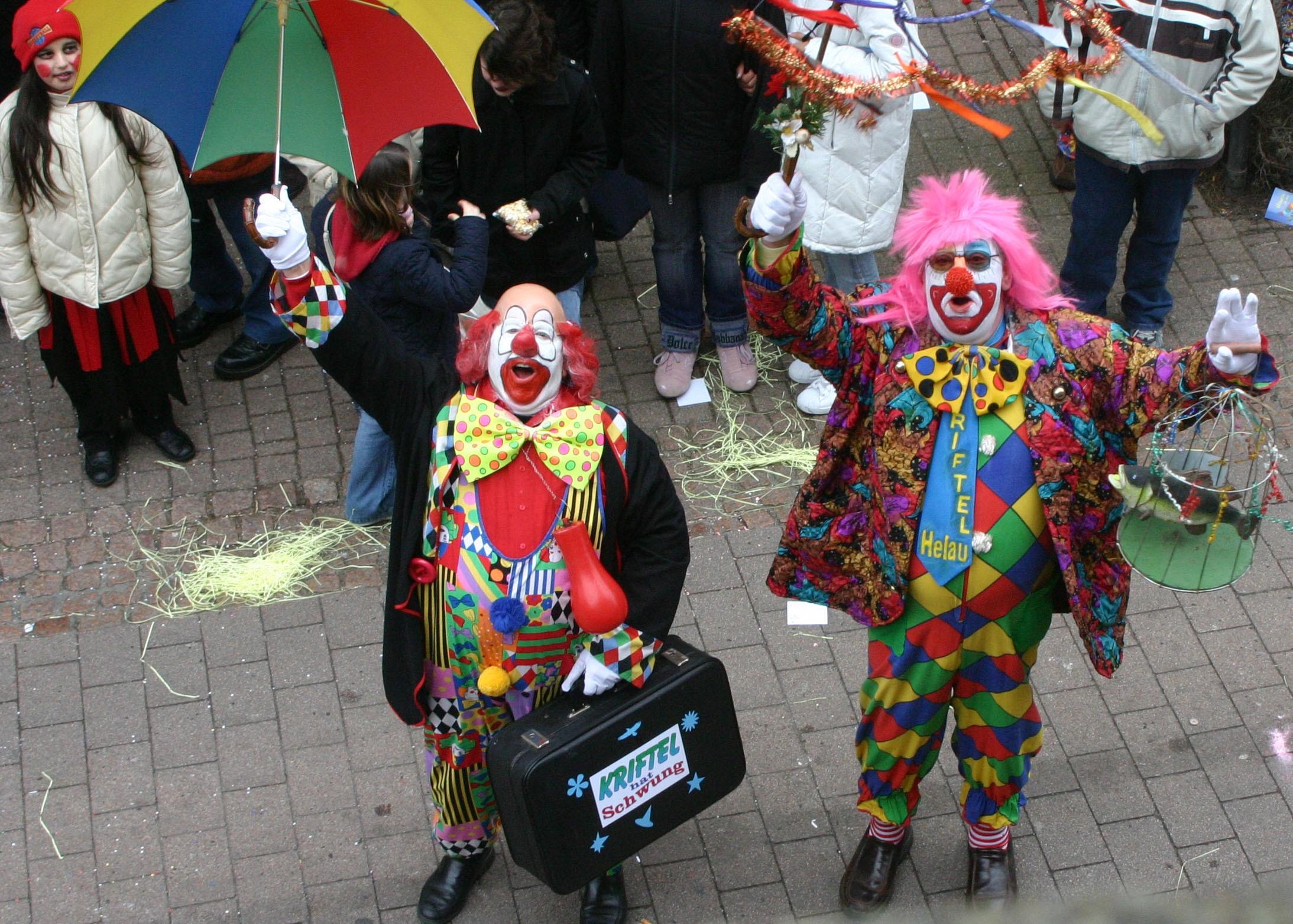 Clowns beim Krifteler Fastnachtsumzug.