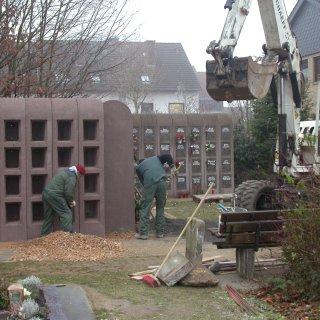 Bild der Baumaßnahmen von der Erweiterung des Kolumbariums auf dem Krifteler Friedhof